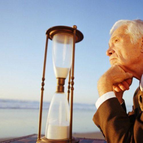 За пенсионный возраст развернулась идеологическая борьба